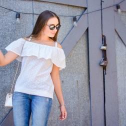 Блузка из шитья с рюшем