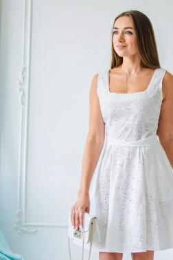 Платье из молочного шитья с карманами
