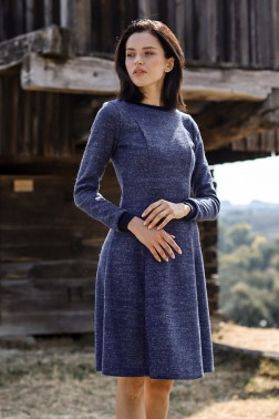 Платье из вязанного трикотажа синее