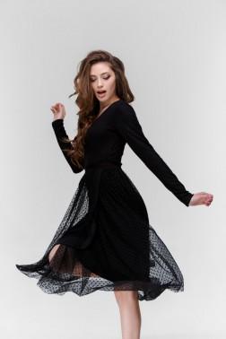 Черное трикотажное платье на запах