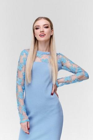 Голубое платье футляр с кружевом