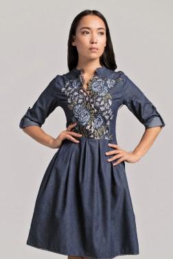 Джинсовое платье с вышивкой розы