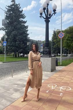 Бежевое платье с бархатным поясом