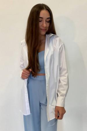 Белая рубашка на пуговицах