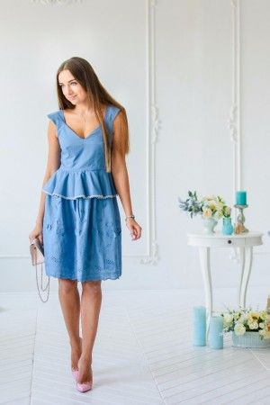 Платье ниагара с баской и вышивкой