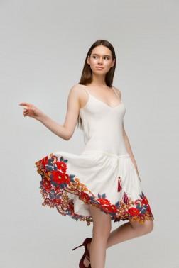 Белое платье-комбинезон с вышивкой Пионы