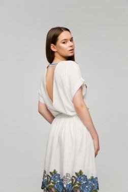 Белое платье с вышивкой синие Пионы