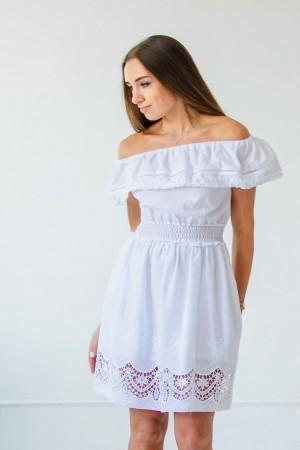 Платье из белого батиста с вышивкой и кружевом
