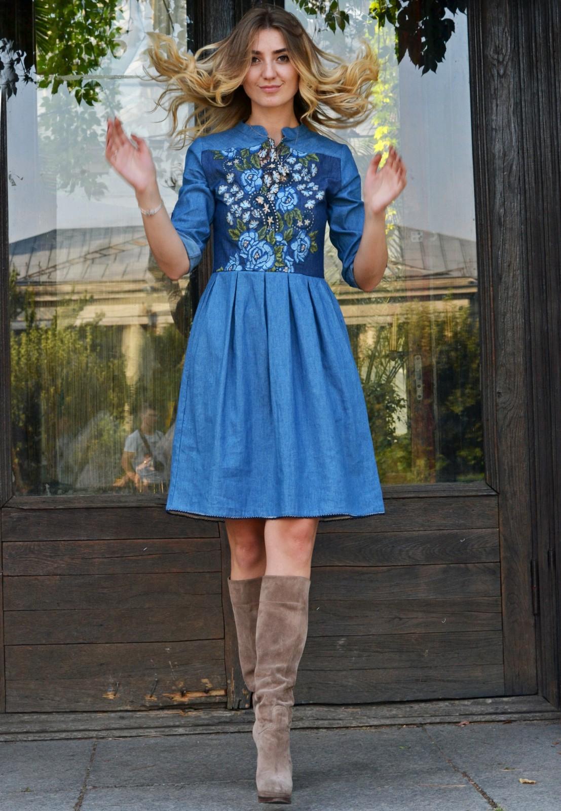 7f4f09f10ca ... Голубое джинсовое платье с вышивкой розы · « »
