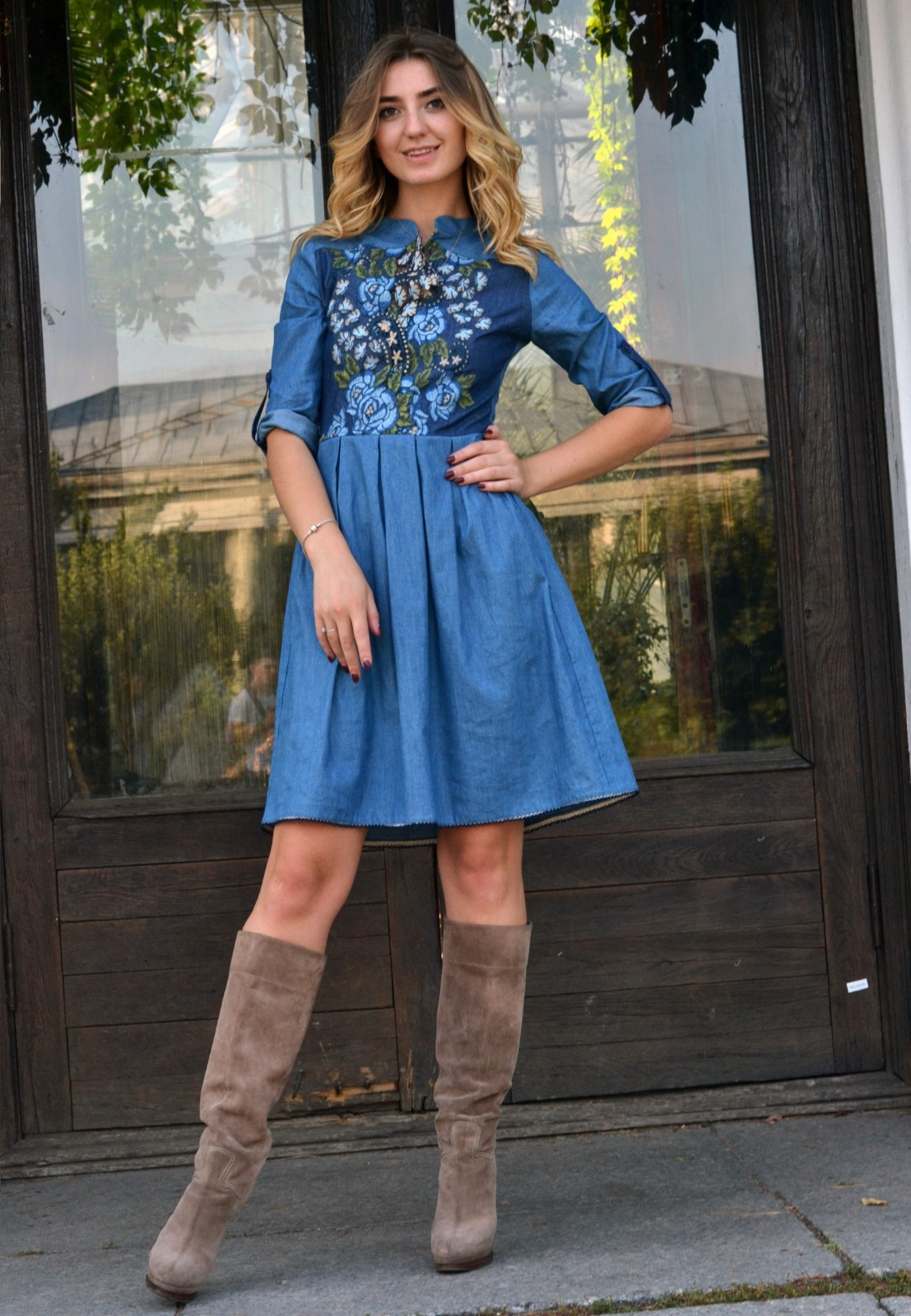 27c113c87ef ... Голубое джинсовое платье с вышивкой розы ...